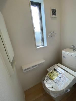 1Fトイレ 各階には温水シャワー付きのトイレを完備 ※同仕様写真