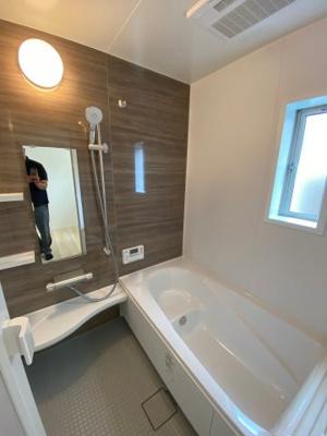 浴室暖房乾燥機能付きのゆったり一坪サイズのユニットバス ※同社施工例