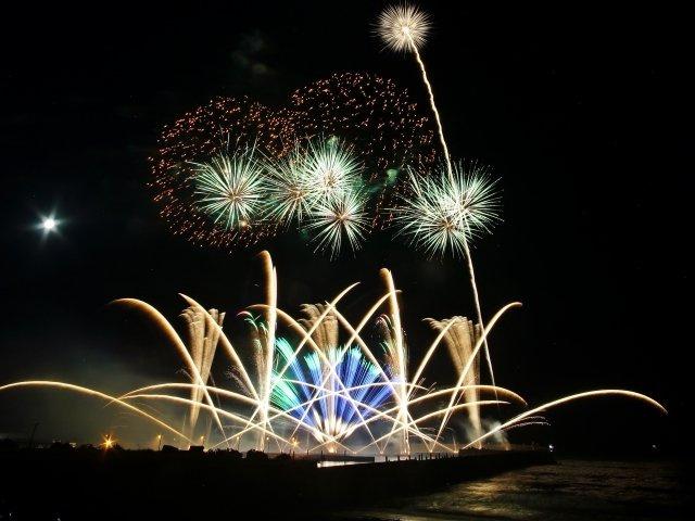 夏には平塚の海で花火大会も開催されます。(※今年はコロナの為開催されていません。)