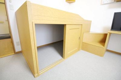 ベッドの下が大型収納。同タイプの物件写真になります。