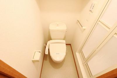 快適な温水洗浄便座付きトイレになります。
