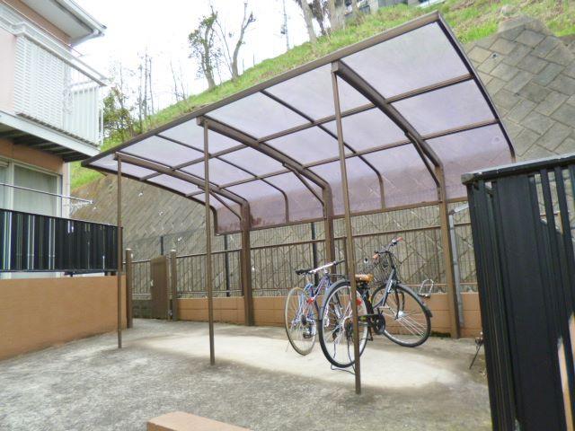 屋根付き駐輪場なので大切な自転車が雨に濡れずに済みます!自転車やバイクでお出掛けもおすすめです☆