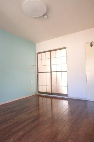収納スペースのある洋室6.2帖のお部屋です!荷物の多い方もお部屋すっきり片付きますね♪