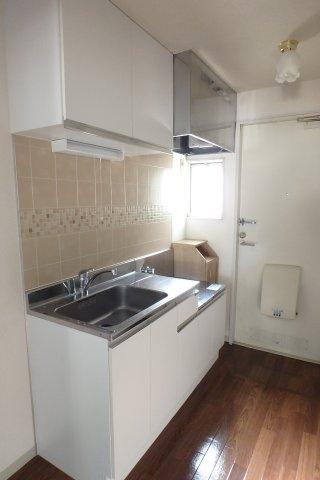 ガスコンロ設置可能のキッチンは収納スペースが充実してます!場所を取る調味料やお鍋もすっきり収納できます☆
