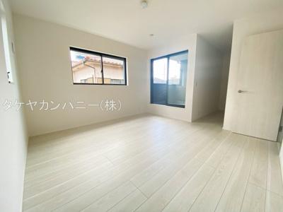 プライベート空間は2Fに3部屋確保。シンプルな色合いなのでお好みの居室を演出するのも楽しみの一つですね!全居室日当たり・風通し良好。