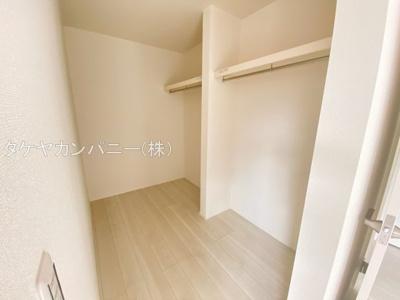 主寝室のWICは広めに確保。ご夫婦で衣類を分けたり、季節ごとに分けることが出来ますね