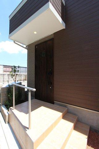 玄関です:建物完成しました♪毎週末オープンハウス開催♪八潮新築ナビで検索♪