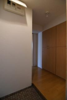 落ち着いた玄関です ※302号室(同間取り)の写真です