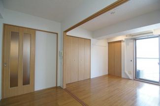 明るい色調の室内です ※302号室(同間取り)の写真です