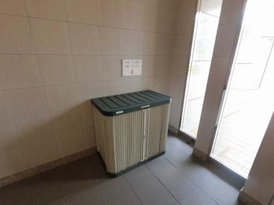 出前空き容器収納ボックスです。