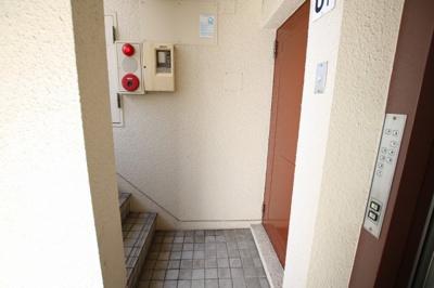 エビハラビル 玄関前 1フロア1世帯のみです (株)メイワ・エステートへお問い合わせください。