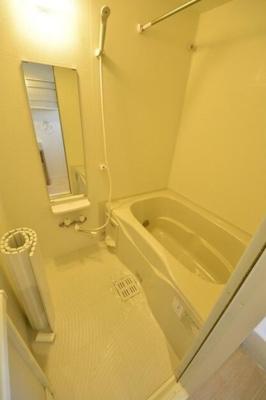 浴室乾燥機・追い焚き付きバス。