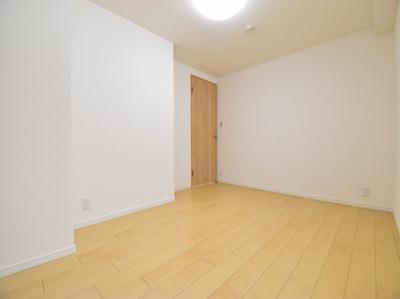 細かい部分にもこだわりを。無駄なスペースを有効活用できるように壁面収納も新設。