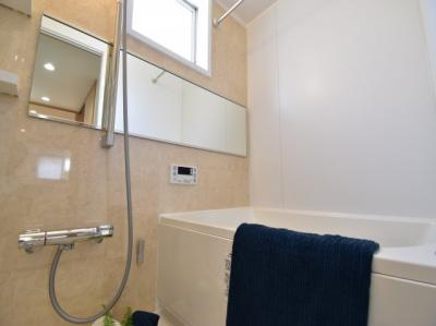 ご家族との憩いの場、一日の疲れを癒す場、ゆったり足を伸ばしてくつろげる綺麗で清潔感のある色味の浴室。