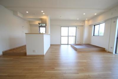 【居間・リビング】サングレイスかしわ台壱番館 最上階5階 3LDK〈リフォーム済みマンション〉
