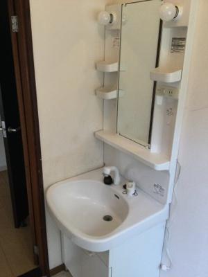 洗面化粧台。