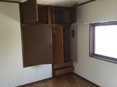 2階洋室収納。