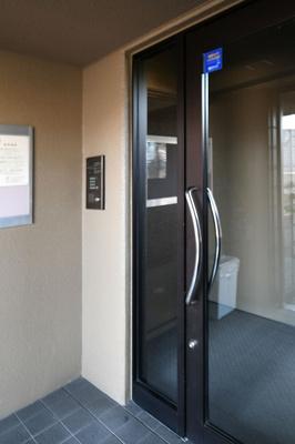 エントレランスドアはオートロックです