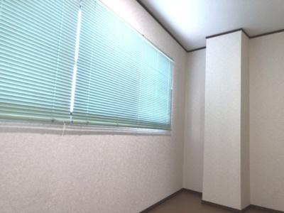 広縁(ちょっとしたスペースです。洗濯物を干してもいいし、収納スペースとしても利用できます。)