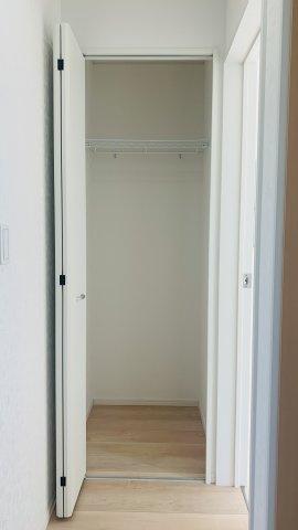1階廊下 季節物の家電やストック品なども収納できます。