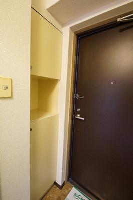 シューズボックス付きの玄関です