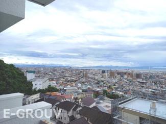 梅田のオフィス街からあべのハルカスやユニバーサルスタジオジャパン、泉佐野まで見渡せる、眺望良好なお家です!!!※撮影日は曇りの為、ご了承ください。