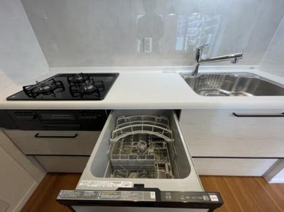 3口コンロで、食器洗浄機付きです☆