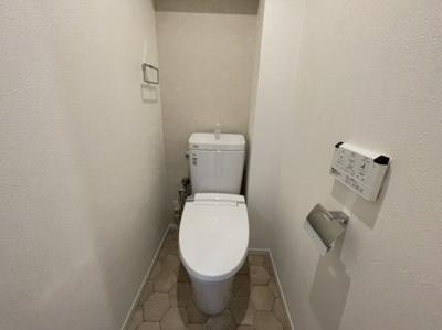 ウォシュレット機能付きトイレでシンプル♪