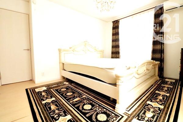 ベッドを置いても余裕のある広さです!