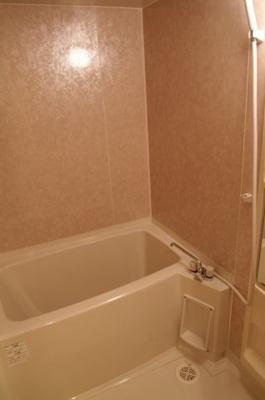 浴室換気乾燥機付きのきれいなお風呂です