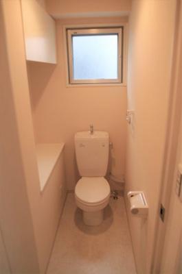 ウォシュレットは外付け可能でシンプルで使いやすいトイレです