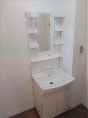 朝の身支度には欠かせない独立洗面化粧台
