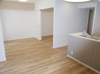 LDK約15.6帖 横長リビングで家具の配置がしやすい。