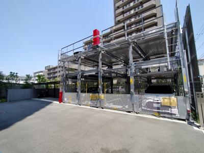 マンション敷地内の駐車場です。