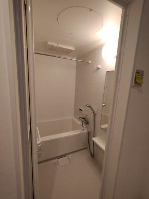 浴室もリフォーム済で大変綺麗です。浴室乾燥機完備で梅雨や花粉の時期の洗濯も安心して干す事ができますね♪