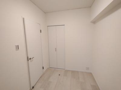 洋室(4.0帖):こちらのお部屋にはクローゼット収納がございます。