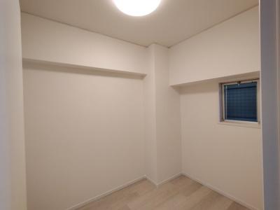 洋室(4.0帖):北向きの窓があるお部屋です。