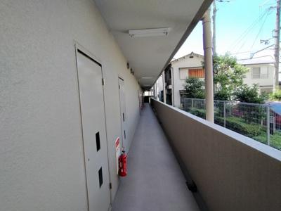玄関前通路です。