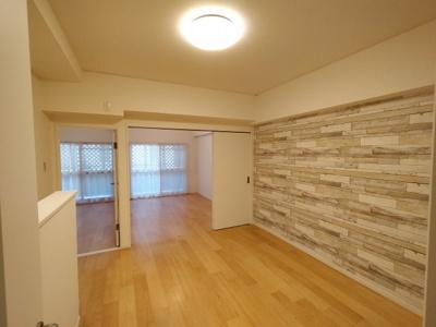 LDK(10.5帖):洋室2部屋とはフラットで繋がっており動線もよいです。 ご家族の出入りも分かり安心ですね♪