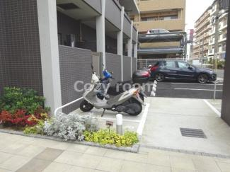 バイク置き場があります。