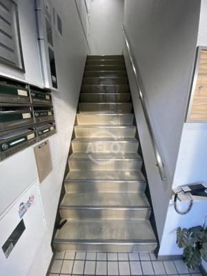 IRIDENビル 階段