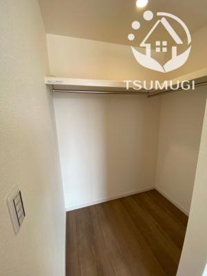 2F 2階に3部屋ある洋室は、いずれも各部屋に収納が設けられており、収納が非常に充実しております ※同仕様写真