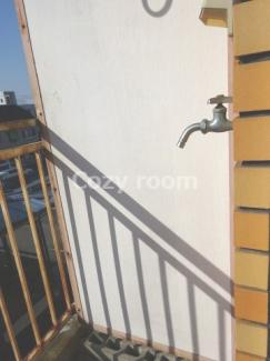 室外(バルコニー)洗濯機置き場あり。洗ってすぐに干せますね(^-^)