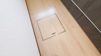 キッチンには床下収納があります。