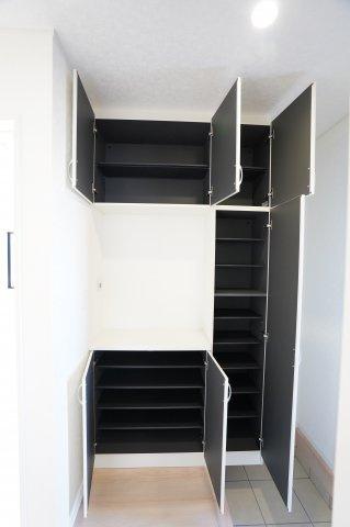 【同仕様施工例】シューズBOXです。ご家族分の靴をたっぷり収納できます。