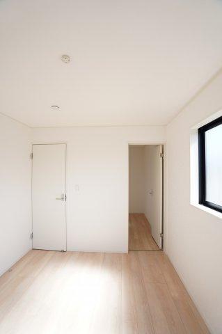 【同仕様施工例】2面窓からの差込む光で昼間も明るいです。