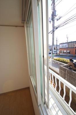二重サッシ ※同建物ほかのお部屋の写真です。
