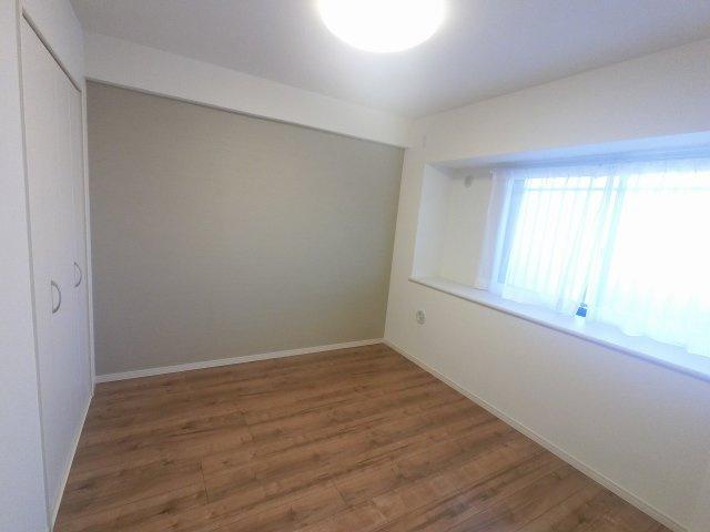 5.7帖の洋室です。 子供部屋やワークスペースとしても活用できます。
