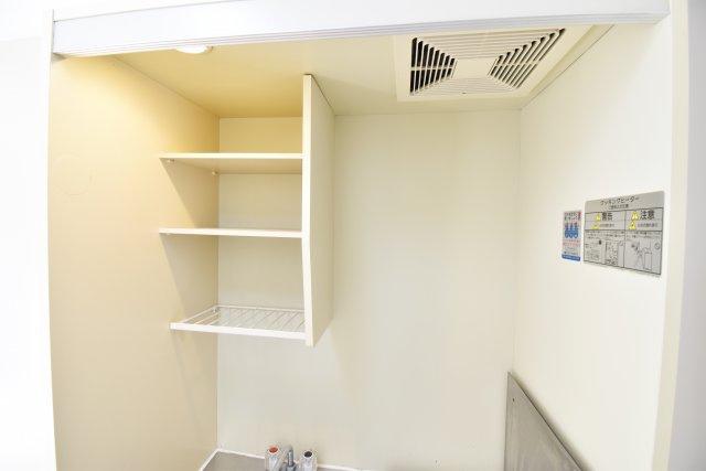 キッチン上部の収納棚