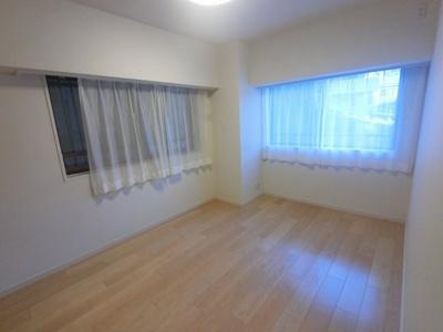 7.0帖の洋室は主寝室にいかがでしょうか。 2面採光で開放感・風通し◎